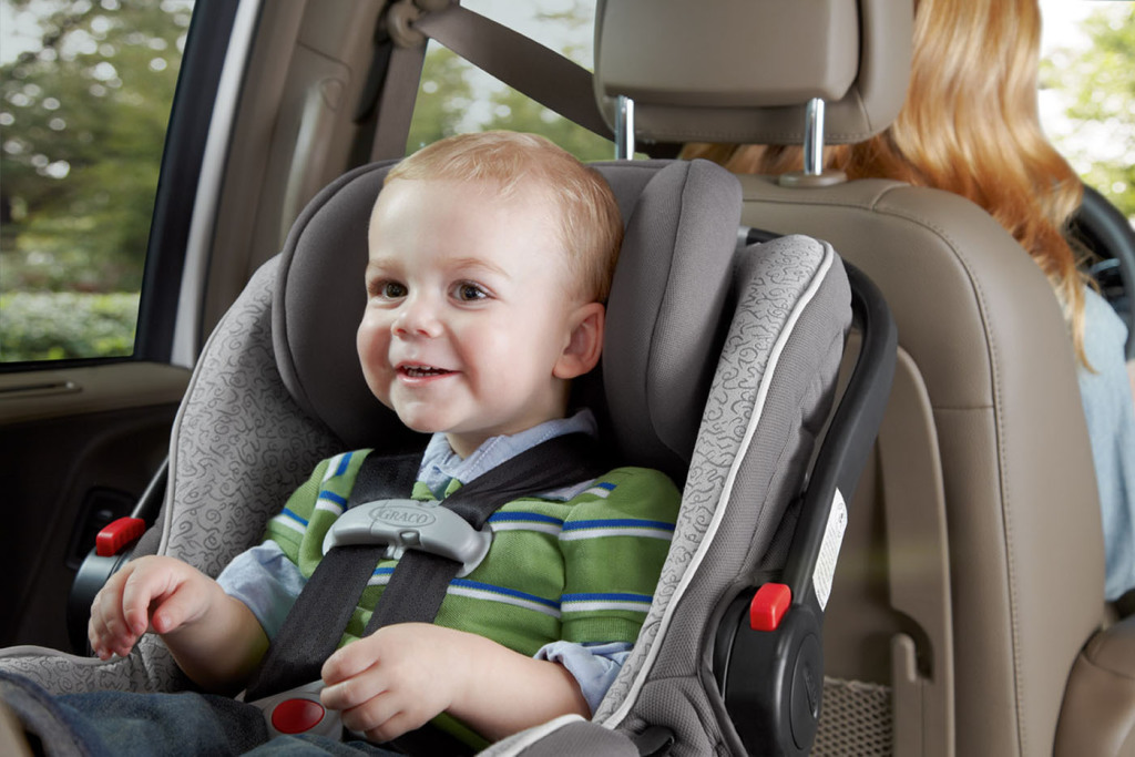 "The Graco SnugRide(R) Click Connect(TM) 40 is the first and only newborn-to-2-year infant car seat supporting the American Academy of Pediatrics 'Rear to 2 Years' recommendation. It is exclusively available at Babies""R""Us stores nationwide and online at Babiesrus.com, starting today, Sept. 19, 2012.  (PRNewsFoto/Graco)"